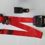 Ремень безопасности выдвижной 3х точечный инерционный(красный)